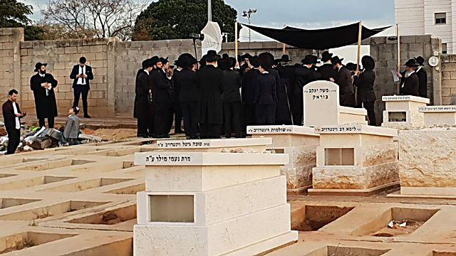 В разгар коронавируса: в Израиле сыграли свадьбу на кладбище